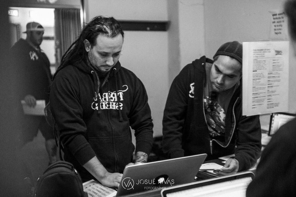 Tony Ray makes a setlist with Tribal's managerRams